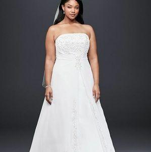 Davids Bridal Wedding Gown- Style#V9010